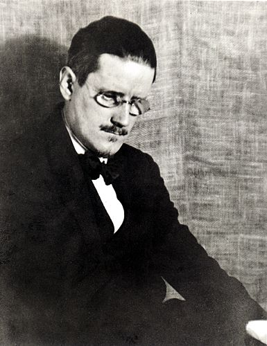 JAMES_JOYCE_by_Man_Ray 1922